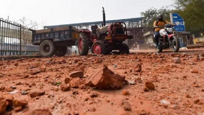 Photo of Delhi Violence: दिल्ली हिंसा का डरावना सच, पत्थरबाजी से 22 लोगों की मौत, 13 गोली के शिकार