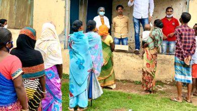 Photo of Ranchi : युवा भाजपा नेता शशांक राज के द्वारा लोगों के बीच  होम्योपैथिक दवा आर्सेनिक एलबम-30 का वितरण किया गया